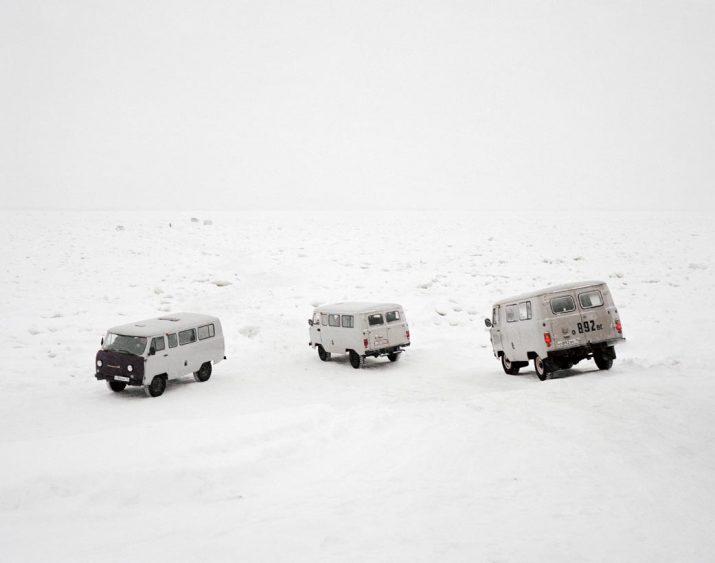Taxis cross the frozen Lena River, Yakutsk, Far East Russia, November 2004